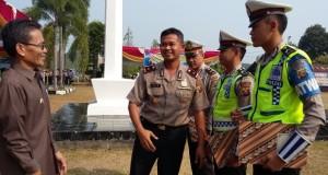 Tiga personil Satlantas Polres-Banyuasin mendapat penghargaan dari Kapolres Banyuasin